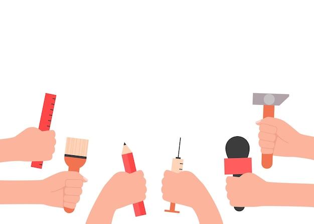 Mãos do dia internacional do trabalho com conceito de ferramentas de trabalho