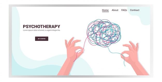Mãos humanas resolvendo problema em sessão de psicoterapia cerebral emaranhada, tratamento de vícios de estresse e problemas mentais
