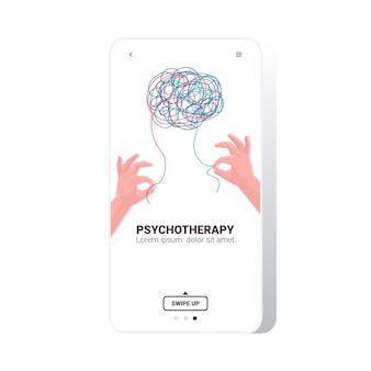 Mãos humanas resolvendo problema em sessão de psicoterapia cerebral emaranhada, tratamento de vícios de estresse