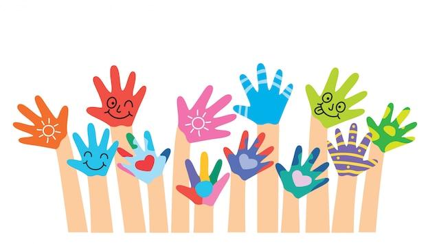 Mãos pintadas de crianças pequenas