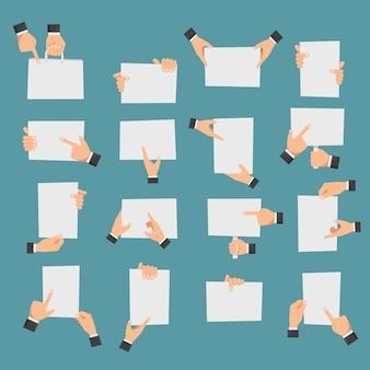 Mãos planas segurando banners e mãos apontando para pedaços de papel vazios.