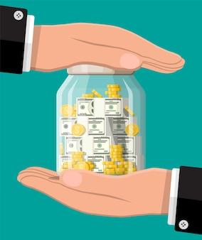 Mãos protegem o frasco de vidro com moedas de ouro, notas. economizando moeda de dólar no banco. crescimento, renda, poupança, investimento. seguro bancário, proteção, riqueza. sucesso nos negócios. ilustração vetorial plana