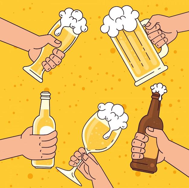 Mãos segurando cervejas, sobre fundo amarelo