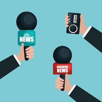 Mãos segurando microfones e gravador