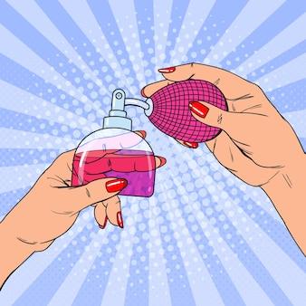 Mãos segurando um frasco de perfume de luxo