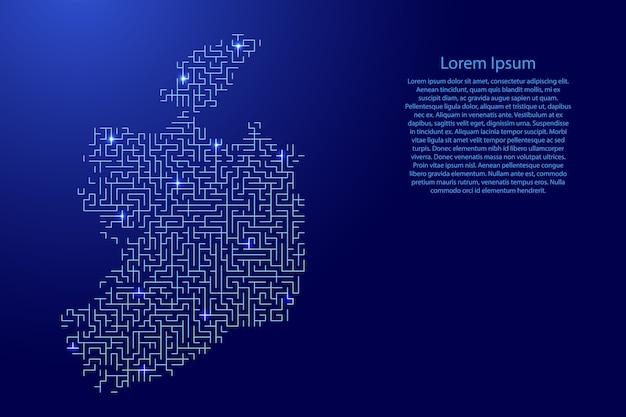 Mapa da irlanda do padrão azul da grade do labirinto e da grade de estrelas brilhantes do espaço.