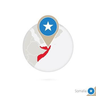 Mapa da somália e bandeira em círculo. mapa da somália, pino da bandeira da somália. mapa da somália no estilo do globo. ilustração vetorial.