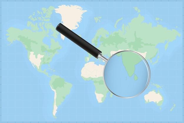 Mapa do mundo com uma lupa no mapa das maldivas.