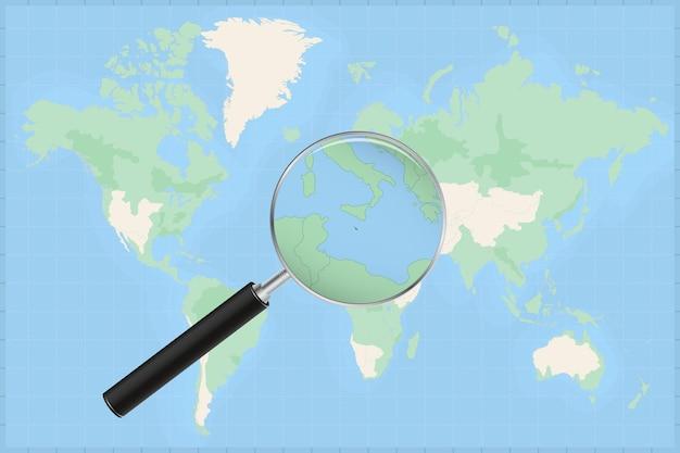 Mapa do mundo com uma lupa no mapa de malta.