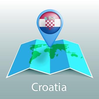 Mapa-múndi da bandeira da croácia no alfinete com o nome do país em fundo cinza