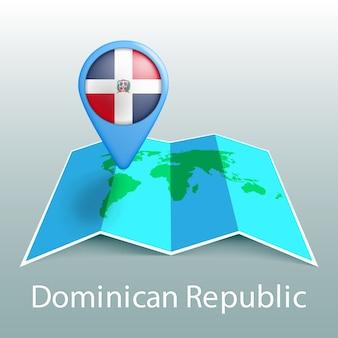 Mapa-múndi da bandeira da república dominicana em um alfinete com o nome do país em fundo cinza