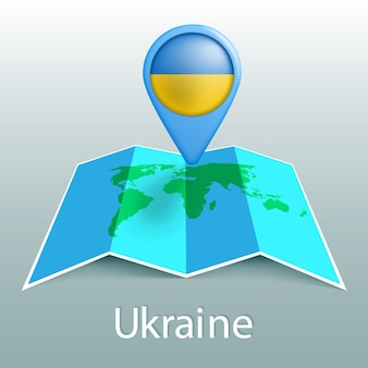 Mapa-múndi da bandeira da ucrânia no alfinete com o nome do país em fundo cinza
