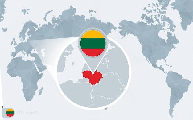 Mapa mundial centrado no pacífico com a lituânia ampliada. bandeira e mapa da lituânia.