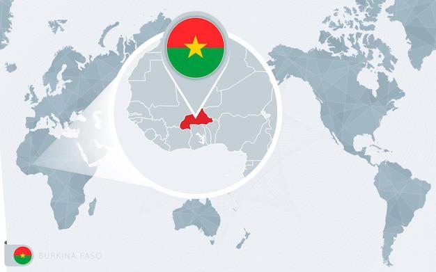 Mapa mundial centrado no pacífico com burkina faso ampliado. bandeira e mapa do burkina faso.