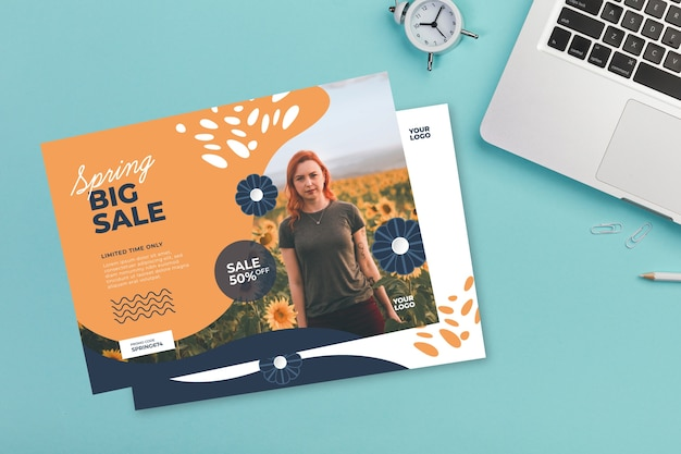 Maquete de panfleto de venda primavera sobre fundo azul