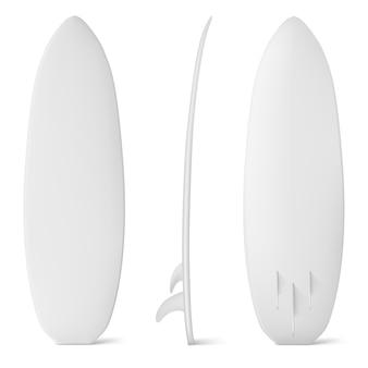 Maquete de prancha de surfe branca, prancha de surfe isolada com nadadeiras, equipamento profissional para esportes aquáticos, atividades de viagens e férias ou recreação de mergulho extremo no mar