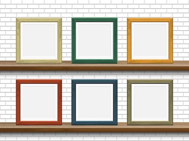 Maquete de quadro de madeira em prateleira com parede de tijolos brancos