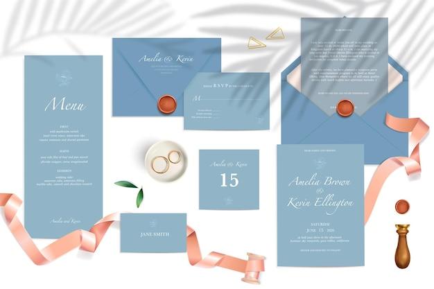 Maquete realista de envelopes de menu de cartões de convite de casamento na cor azul com fitas de anéis de texto e ilustração de selo isolado