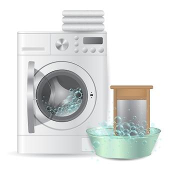 Máquina de lavar automática aberta com pilha de toalhas felpudas brancas