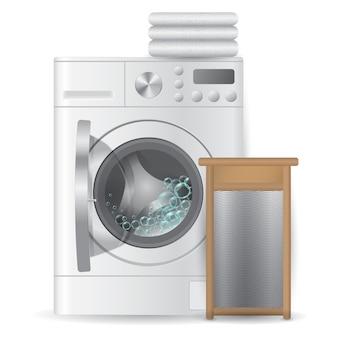 Máquina de lavar automática aberta realista com toalhas brilhantes da pilha