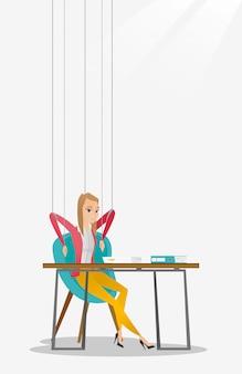 Marionete de mulher de negócios no trabalho de cordas.