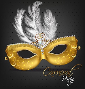 Máscara ornamentada dourada com penas