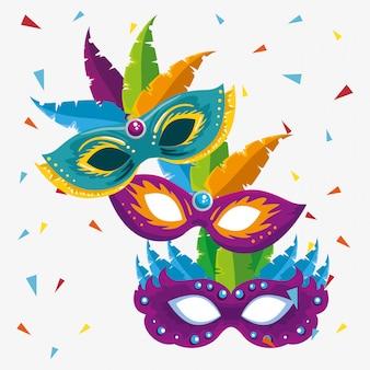 Máscaras de carnaval com decoração de penas para celebração festival