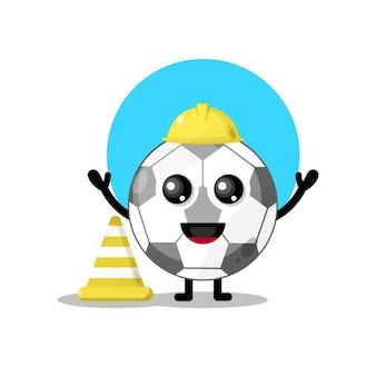 Mascote da personagem fofa bola de pé de trabalhador da construção civil