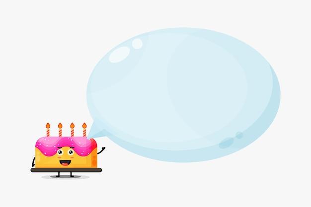 Mascote de bolo de aniversário fofo com discurso de bolha