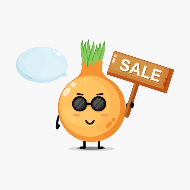 Mascote de cebola fofa com placa de venda
