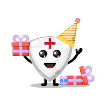 Mascote de personagem fofa com escudo de aniversário