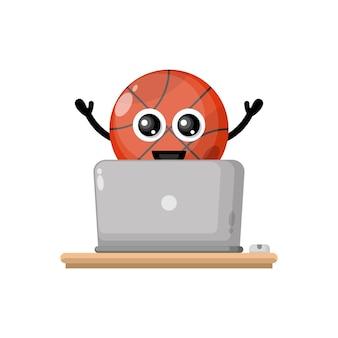 Mascote do personagem fofo do basquete no laptop
