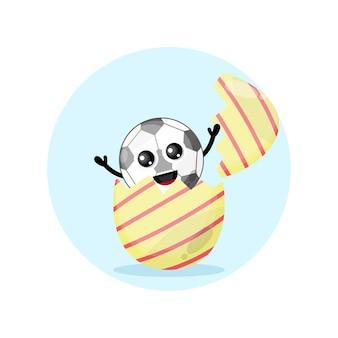 Mascote do personagem fofo do futebol ovo de páscoa