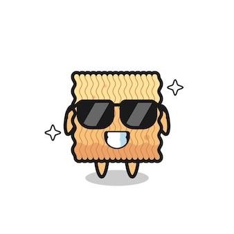 Mascote dos desenhos animados de macarrão instantâneo cru com gesto legal, design de estilo fofo para camiseta, adesivo, elemento de logotipo