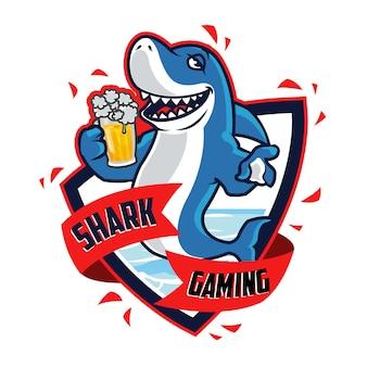 Mascote dos desenhos animados de tubarão bêbado