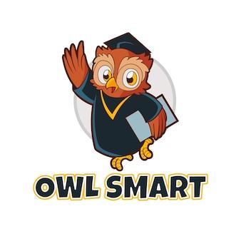 Mascote inteligente de coruja com ilustração de lothes de formatura