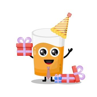 Mascote personagem fofa de suco de copo de aniversário