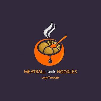 Meatball com macarrão