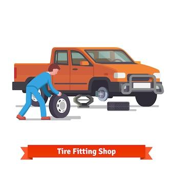 Mecânico de carro pneu rolante para mudá-lo