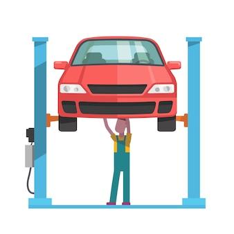 Mecânico que repara um carro levantado na talha automática
