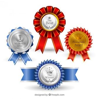Medalhas realistas com detalhes azuis e vermelhas