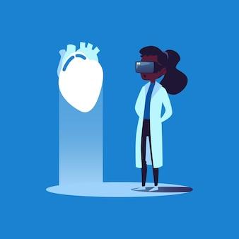 Médica de pele negra com óculos de realidade virtual examina um coração humano, superfície plana de ilustração vetorial de desenho animado