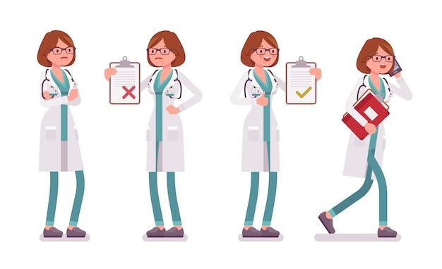 Médica de uniforme