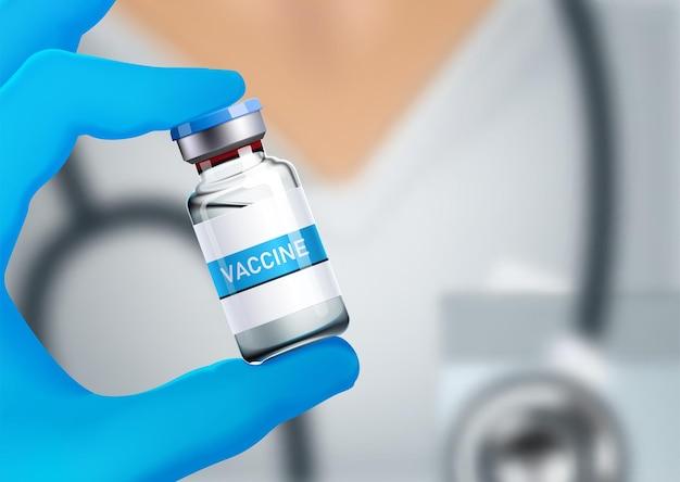 Médica em um vestido branco de médico com um estetoscópio no ombro segurando uma garrafa