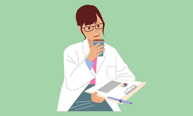 Médica segurando um documento e uma xícara de café