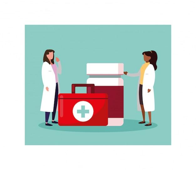 Médico com kit de primeiros socorros médico