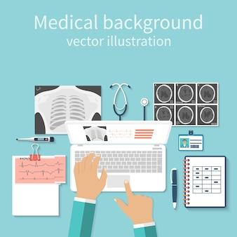 Médico com laptop sua mesa estudando documentos de diagnóstico res