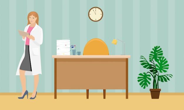 Médico da mulher com um casaco branco com uma pasta na mão no consultório médico