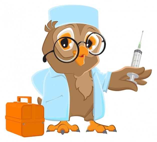 Médico de coruja segurando a seringa. veterinário de coruja no jaleco branco