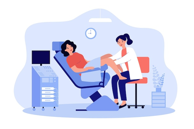Médico examinando paciente em cadeira ginecológica